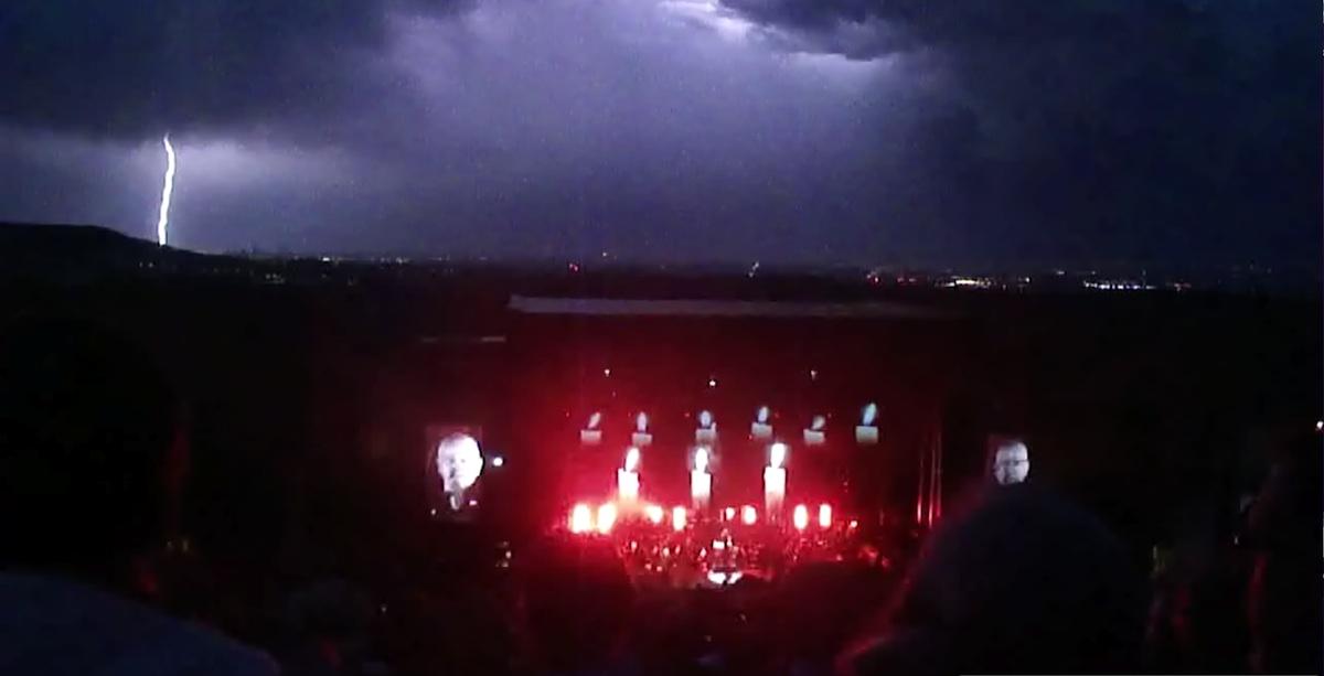 pg-lightning07